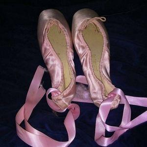 Capezio Ballet Makers Pointe Shoes